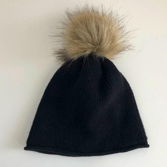 Aritzia Main Character Pompom Hat